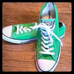 NWOT unisex converse sneakers